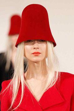Exaggerate felt cloche hats made a statement at #OscarDeLaRenta @OscarPRGirl #NYFW