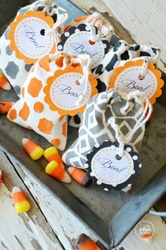 Painted Halloween Treat Bags (TheIdeaRoom.net)