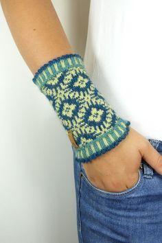 Denne artikkelen er ikke tilgjengelig - Lilly is Love Fair Isle Knitting, Easy Knitting, Knitting Patterns, Crochet Patterns, Crochet Baby, Free Crochet, Knit Crochet, Knitted Slippers, Knit Mittens
