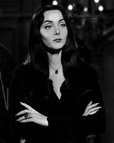 Carolyn Jones as Morticia Addams The Addams Family 1964, Die Addams Family, Adams Family, Carolyn Jones, Morticia Adams, Gomez And Morticia, Charles Addams, Steampunk, Maila