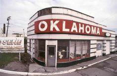 Camilo José Vergara, Detroit: Oklahoma Gas Station. 1998.