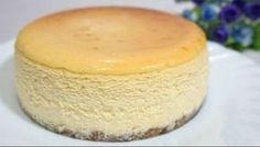 Prajitura criminala din America. Face furori pe tot globul! Iata cum se prepara! American Cheesecake este o prajitura americana cu branza, o reteta cunoscuta in toata lumea. Este foarte usor de preparat si cu o savoare