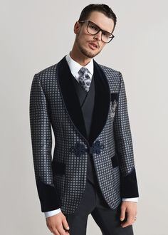 dolce and gabbana winter 2016 man collection. Buy Dolce & Gabbana with up to… Formal Suits, Men Formal, Mens Fashion Suits, Mens Suits, Mode Cool, Smoking Jacket, Designer Suits For Men, Dolce And Gabbana Man, Well Dressed Men