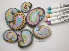 Paisley painted rocks - using paint pens Stone Crafts, Rock Crafts, Fun Crafts, Arts And Crafts, Pebble Painting, Pebble Art, Stone Painting, Rock Painting, Paisley