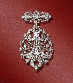 A fine diamond set brooch in silver and gold. Frédéric Boucheron, Paris. Circa 1880. Width: 4.5 cm (2 in). Depth: 1 cm (½ in). Length: 7 cm (2¾ in). www.johnson-walker.com