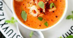Kylmäsavulohi-katkarapukeitto on tomaattinen ja lämmittävän mausteinen keitto. Tarjoa se tuoreen leivän kanssa. Katso ohje tästä!