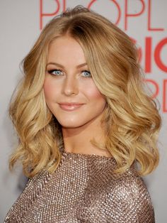 Celebrity Naturally Wavy Hairstyles - Blake Lively  (Thinking about this length with bangs)