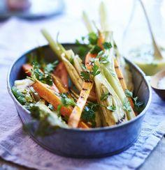 Mangler du tilbehør til sæsonens mange grillaftener? Så prøv vores nemme opskrift på grillede grøntsager, der kan tilberedes i et snuptag, mens I venter på kødet.