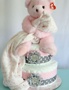 Rosa und graue Windeltorte von MckayCakesnCrafts on Etsy, … … - Baby Diy Pink and gray diaper cak Baby Cakes, Baby Shower Cakes, Baby Shower Diapers, Baby Shower Fun, Baby Shower Gifts, Baby Showers, Baby Shower Presents, Girl Diaper Cakes, Princess Diaper Cakes