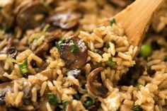 Not just another Mushroom Rice, this one is extra tasty thanks to two little tips that make all the difference! One pot, easy, a meal or fabulous side. Your new favourite mushroom recipe! Mushroom Rice Kyra ♡ zuli comida Not just another Mushroom R Best Rice Recipe, Easy Rice Recipes, Side Dish Recipes, Vegan Recipes, Dinner Recipes, Cooking Recipes, Wild Rice Recipes, Cooking Ideas, Rice Pilaf Recipe