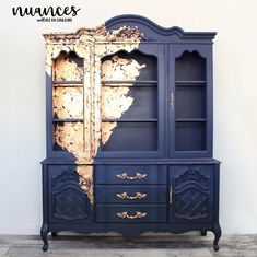 Hutch painted in Fusion Mineral Paint Midnight Blue - by Julie Naima from Reves en couleurs.
