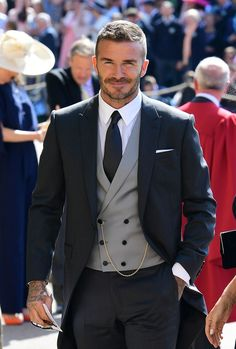David & Victoria Beckham Attend Their Second Royal Wedding!: Photo David Beckham and Victoria Beckham are one stylish couple while arriving for the Royal Wedding at St. George's Chapel at Windsor Castle on Saturday morning (May… Estilo David Beckham, David Beckham Suit, David Beckham Style 2018, David Beckham Wedding, Gentleman Mode, Gentleman Style, Wedding Dress Men, Wedding Men, Vintage Wedding Suits