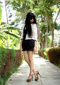 Fashion Saveur.  Animal print shoes <3
