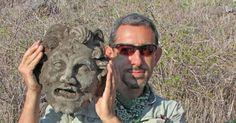 """Una scoperta unica e """"mitologica"""", trovata la maschera di bronzo del dio Pan"""