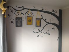 Boom grijs-geel babykamer zelf gemaakt/ babyroom gey-yellow wall decoration tree with frames DIY