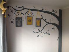 Boom grijs-geel babykamer zelf gemaakt/ babyroom gey-yellow wall decoration tree with frames DIY