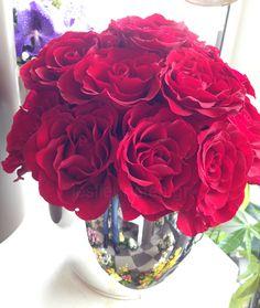 Ξεχωριστές ανθοσυνθέσεις για την Γιορτή της Μητέρας #lesfleuristes #λουλούδια #ανθοσύνθεση #ανθοπωλείο #γλυφάδα #ΓιορτήΜητέρας #MothersDay Rose, Flowers, Plants, Pink, Plant, Roses, Royal Icing Flowers, Flower, Florals