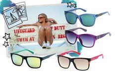 Não é porque vai pra praia que precisa desleixar no visual né? Pelo contrário: pra se manter estilosa mesmo à beira mar aposte em óculos coloridos que ficam fun com chinelos na hora de ir pra areia em sandálias rasteiras ou até mesmo em tênis. Lá no nosso site tem uma matéria todinha dedicada aos óculos ideais para cada tipo de viagem. Corre lá pra ler! ;) #promoglamour #guess  via GLAMOUR BRASIL MAGAZINE OFFICIAL INSTAGRAM - Celebrity  Fashion  Haute Couture  Advertising  Culture  Beauty…