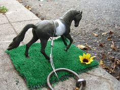 Kim Upham's Picture of horse on grass. The Portland Horse Project www.horseproject.net