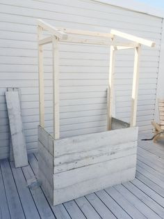 Bygg en kiosk till barnen av spillvirke - steg för steg Vegetable Stand, Backyard Play, Kids Corner, Hacks Diy, Prefab, Restaurant Design, Play Houses, Diy For Kids, Woodworking Plans