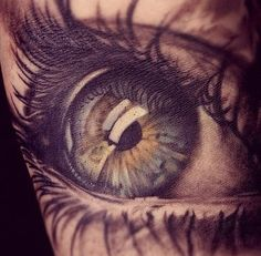 Tattoos from Sweden - Illusion: If you were thinking about getting a realistic eye tattoo on your body, you should consid - Wicked Tattoos, Great Tattoos, Unique Tattoos, Beautiful Tattoos, Body Art Tattoos, Eye Tattoos, Black Tattoos, Incredible Tattoos, Small Tattoos