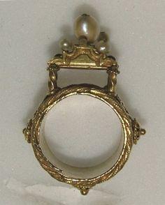 Jewish marriage ring 16th century - Ashmolean Museum