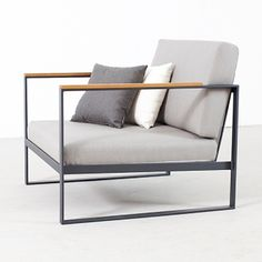 Röshultsin valmistama reilunkokoinen nojatuoli on suunniteltu ulkokäyttöön. Broberg & Ridderstrålen suunnittelema Garden Easy -sarja on ruotsalaisen Röshultsin ulkokalusteiden aatelia.