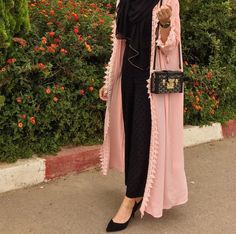 Open abaya hijab style – Just Trendy Girls Street Hijab Fashion, Arab Fashion, Islamic Fashion, Muslim Fashion, Modest Fashion, African Fashion, Girl Fashion, Hijab Dress, Hijab Outfit