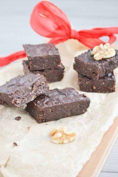 Overheerlijke Rauwe Brownies, Vegan en Glutenvrij - Blij Suikervrij High Tea, Raw Vegan, Clean Eating, Paleo, Food And Drink, Candy, Sweet, Desserts, Foodies