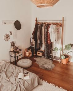 Bohemian Style Clothing And Dresses Design Ideas Bohemian Style Clothing And Dresses Design Ideas Source by bianca_tofan. - Bohemian Style Clothing And Dresses Design Ideas Home Bedroom, Bedroom Decor, Bedroom Ideas, Aesthetic Room Decor, Dream Rooms, My New Room, House Rooms, Room Inspiration, Interior Design