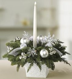 Winter Wedding Centerpieces use silver box and minus snowflakes