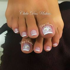 Pedicure y manicure French Manicure Toes, French Pedicure, Pedicure Nail Art, Toe Nail Art, Toenail Art Designs, Pedicure Designs, Pretty Toe Nails, Cute Toe Nails, Hair And Nails
