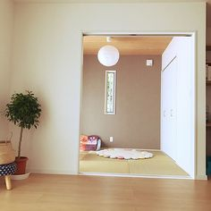 Japanese Interior, Table Covers, Being A Landlord, Sweet Home, Things To Come, Minimalist, Cabinet, Interior Design, Mirror