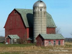 Northern Wisconsin barn reminds me of NY Mill Farm, Farm Barn, Country Barns, Country Life, Country Charm, Country Roads, Big Red Barn, Barn Pictures, Barns Sheds