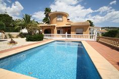 http://www.montesinosestate.com/en/property/V1635 Montesinos Falcon Real Estate offer you this villa in Moraira, Benimeit, Costa Blanca.  Located in a quiet area, consisting of a basement floor used as a garage and storage room of about 150 m2 and ground floor for housing of 153 m2 with 3 bedrooms, 2 bathrooms, kitchen, living room with a covered terrace of 14 m2 and pool of 18 m2. The garden is easy to maintain with a nice pool and sun terrace. Distance to Town and sea approx. 3 km