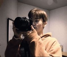 "Say ""cheese""-Mark 📸 Good job,babe!-Mark I look beautiful-(y/n) Mark Lee, Nct 127, Meme Photo, Lee Min Hyung, Johnny Seo, Brown Aesthetic, Wattpad, Jung Jaehyun, Na Jaemin"