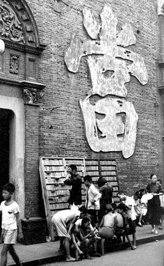 Images taken by Taiwanese photographer Chang Tsai in Shanghai… Old Pictures, Old Photos, Vintage Photos, Rare Photos, Pedro Martinelli, Old Shanghai, History Photos, Ancient China, Library Of Congress