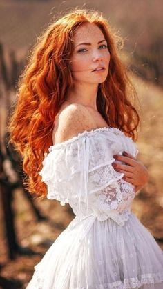 Stunning red hairy fire in a white dress Stunning red hairy fire in a white dress Ginger hair - Red Hair Beautiful Red Hair, Beautiful Redhead, Beautiful Women, Beautiful Eyes, Copper Hair, Synthetic Lace Front Wigs, How To Draw Hair, Ginger Hair, Textured Hair