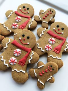 ♥ Gingerbread Man Cookies from Sarah's Sweets, a custom cookie company in Kelowna, BC. Her blog, with recipes and creative ideas, can be accessed at Sarah's Sweet Life, her main website. She includes all of her favorite things: food, sweets, decor and design, birthday parties, dinner parties, and all the little details that make life so sweet. www.sarahsweets.ca/christmas/ ♥