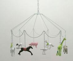 cute DIY idea: Carousel Mobile with plastic animals: