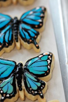 How-to video and post on how to decorate butterfly cookies with royal icing. Summer Cookies, Fancy Cookies, Cut Out Cookies, Easter Cookies, Luau Cookies, Owl Cookies, Christmas Cookies, Royal Icing Sugar, Royal Icing Cookies