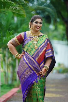 Bengal Looms Diva ❤️:- Beautiful Deepa Manohar, in an Exclusive Kanjivaram Saree from Bengal Looms. Thank You so much Deepa for this gorgeous picture. Beautiful Women Over 40, Beautiful Girl Indian, Most Beautiful Indian Actress, Beautiful Saree, Indian Actress Hot Pics, South Indian Actress Hot, Indian Girl Bikini, Indian Girls, Beauty Full Girl