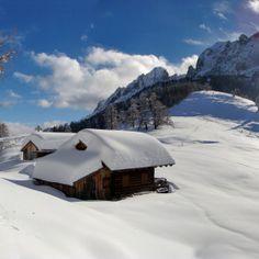Alpines Glücksgefühl im Ansteigen - Rund 500.000 Skitourengeher gibt es in Österreich und jedes Jahr werden es mehr. Mit dem 1. Austria Skitourenfestival wird Osttirol diesem Trend gerecht und setzt Akzente in Richtung Winter-Entschleunigung und Naturgenuss. Hier sehen Sie die idyllische im Winterkleid glänzende Weisssteinalm in den Lienzer Dolomiten. Hier geht's zum Reisebericht: http://www.nachrichten.at/reisen/Alpines-Gluecksgefuehl-im-Ansteigen;art119,1264607 (Bild: Osttirol Werbung)