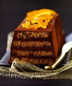 Ingrédients pour Bûche de pain d'épices au chocolat et orange confite: 70 g de sucre 50 g de beurre 125 g de crème fleurette 200 g de chocolat noir 225 g de pain d'épices Cacao en poudre. 50 g d'écorce d'orange 1 pincée de sel Préparation: 1-Couper le chocolat en morceaux. 2-Porter la crèmefleurette à …
