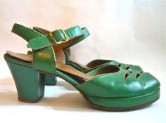 40s shoes peep toe shoes Vintage Glamour, Vintage Style, 1940s Style, Vintage Party, Peep Toe Shoes, Sock Shoes, Shoe Boots, Vintage Boots, Vintage Outfits