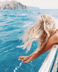 We've cracked the code to getting that perfect off-duty-model-on-the-beach hair (without going to the actual beach!)