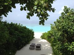 Whether you're planning a honeymoon, a romantic anniversary trip, or just want to dream, here are some of the world's most romantic destinations: enjoy! Romantic Holiday Destinations, Hamptons Decor, Budget Holidays, Romantic Anniversary, Vacation Trips, Vacation Travel, Most Romantic, Coastal Decor, Maldives