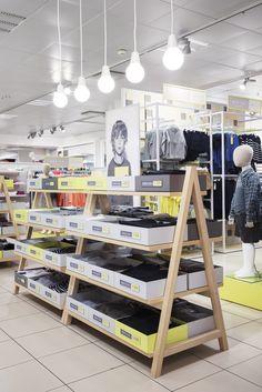 #MagasinduNord #Bakito #childrenswear #scandinavian #brand #yellow #highlights #wood #square #backwall #3D #lamps #mannequins #kids #look #fashion #magasininstore #branding #Copenhagen @magasindunord