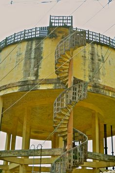 Watertower with a spiral staircase. Tower House, Building Structure, Old Buildings, Water Tank, Stairways, Skyscraper, Architecture Design, Outdoor Living, Around The Worlds
