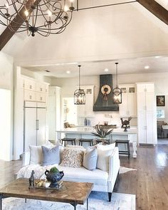 Fancy Living Rooms, Open Kitchen And Living Room, Home Living Room, Kitchen Small, Kitchen Modern, Living Room Floor Plans, Living Room Flooring, Cocinas Kitchen, French Country Living Room